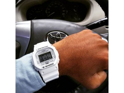 CASIO G-SHOCK DW-5600MW-7E